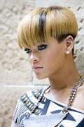http://img101.imagevenue.com/loc257/th_281179897_Rihanna_PhotocallRatedRinSydneyAustraliaFebruary14201023_122_257lo.jpg