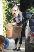 Amanda Seyfried booty in tights while moving in Hollywood 20-02-2011