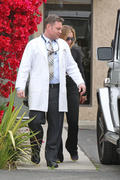 http://img101.imagevenue.com/loc423/th_504412256_Hilary_Duff_Outside_Her_Doctors_Office_Burbank10_122_423lo.JPG