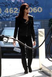 Nov 22, 2010 - Ashley Greene - At The Gas Station Th_12915_tduid1721_Forum.anhmjn.com_20101128094927002_122_455lo