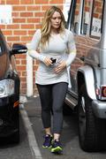 http://img101.imagevenue.com/loc513/th_721069725_Hilary_Duff_out_in_Beverly_Hills5_122_513lo.jpg
