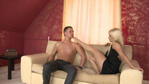 Hunt Erotic: Footsmother -Domina Lea Lexis And Slave Gary Corona
