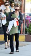 http://img101.imagevenue.com/loc559/th_533072871_Hilary_Duff_Going_To_Pilates_in_Studio_City10_122_559lo.jpg